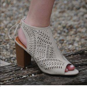 """Sale!Cute taupe/stone open toe & heel w. 3-4"""" heel"""